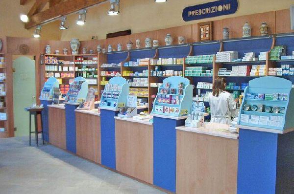 Cavarzere arredamenti mobili per uffici bar e negozi for Arredamenti farmacie