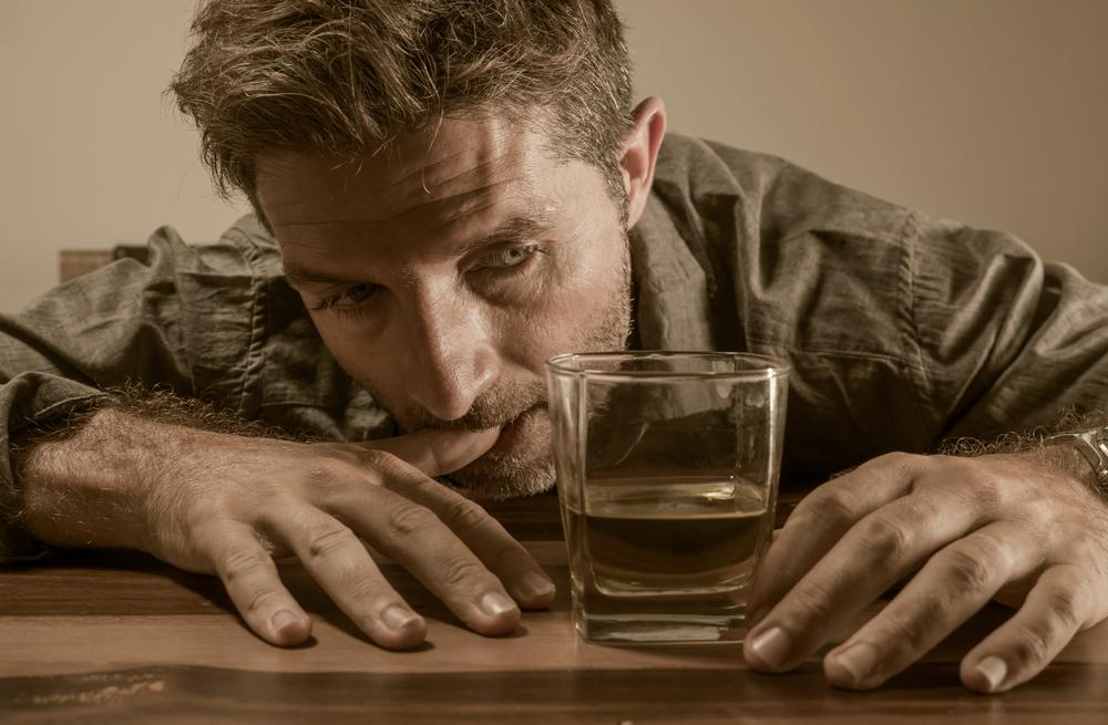 Effetti dell'astinenza da alcol: l'allucinosi alcolica e il delirium tremens