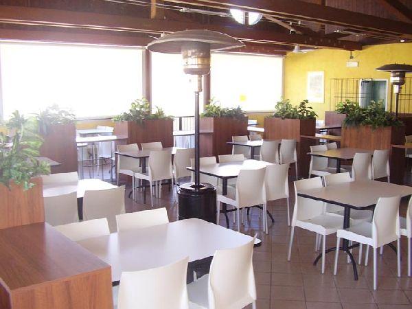 Cavarzere arredamenti mobili per uffici bar e negozi for Arredamenti ristoranti