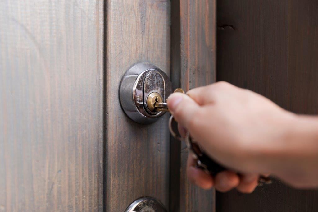 La serratura della porta di ingresso è rimasta bloccata, che fare? Intervista a Michele Fisco