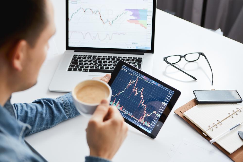 Fare trading online per lavorare da casa è possibile oggi
